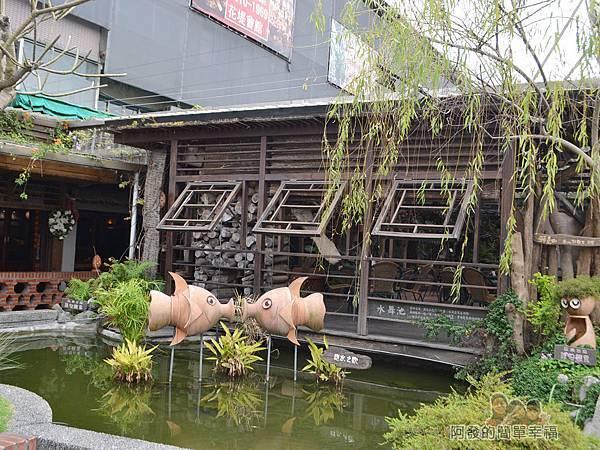 台北花卉村12-珠簾走廊-入口旁水舞池