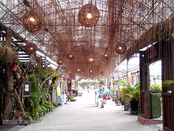 台北花卉村15-珠簾走廊-往年藤編燈球燈開時的浪漫風情