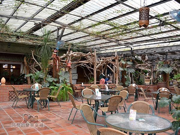 台北花卉村17-森林派對咖啡館-清水磚砌成仿古意農村庭院的室外用餐區