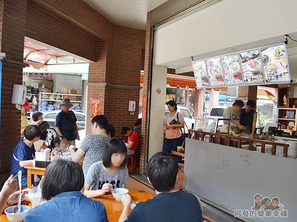 老阿伯魷魚羹07-用餐區.jpg