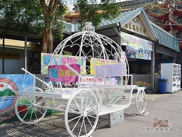 坑口彩繪村11-社區活動中心前的彩繪南瓜車