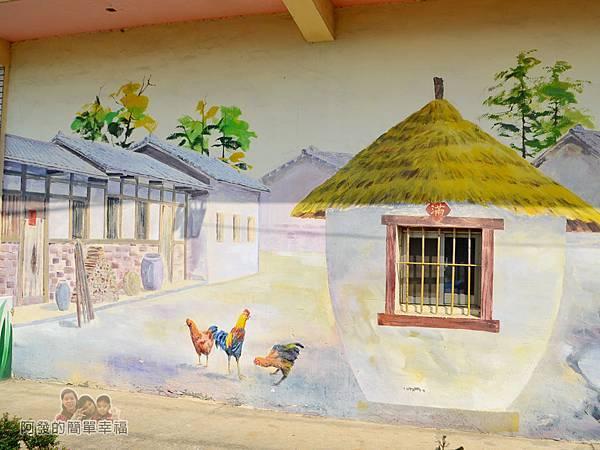 坑口彩繪村16-傳統農村小穀倉彩繪與實際窗戶融為一體