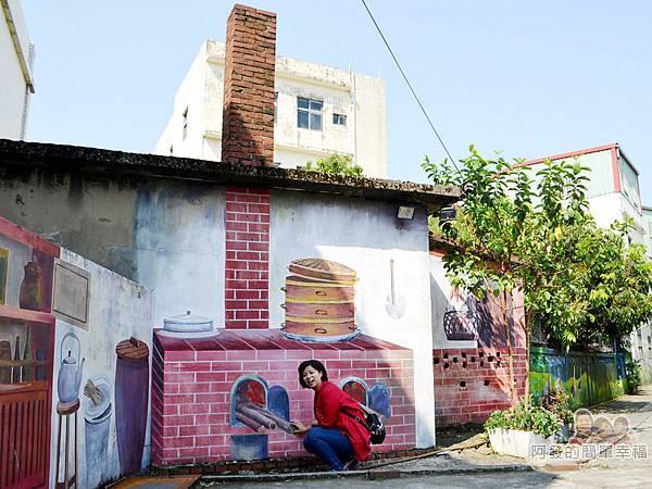 坑口彩繪村21-彩繪巷-農村廚房-牆面與彩繪與實際煙囪完美融合