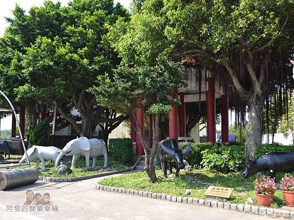 坑口彩繪村35-誠聖宮前的小公園