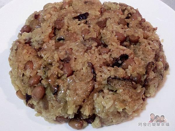 肉粽變螃蟹米糕07-倒蓋於大圓盤上