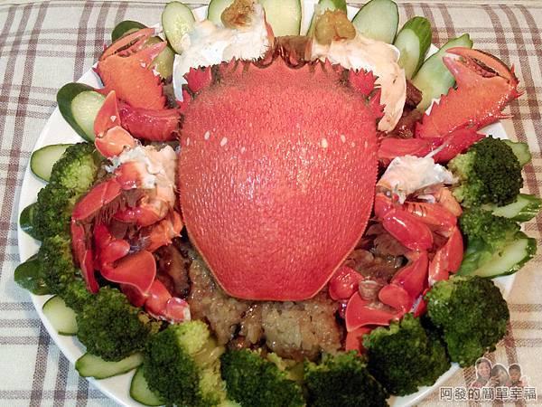 肉粽變螃蟹米糕09-擺上小黃瓜與花椰菜完成