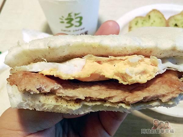 三三活力早餐22-招牌肉蛋土司剖面