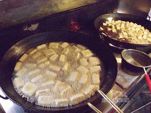 好味道臭豆腐03-油鍋