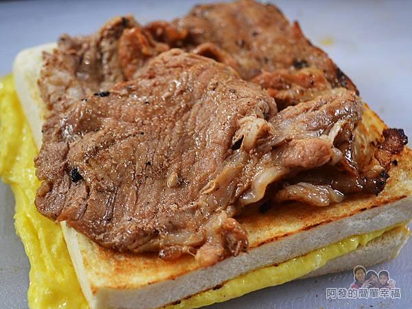 熊夯碳烤18-好滿足豬排蛋(綜合)-滿滿的肉片