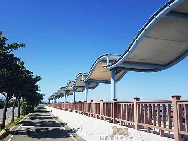 新竹市香山-風情海岸02-波浪狀涼亭