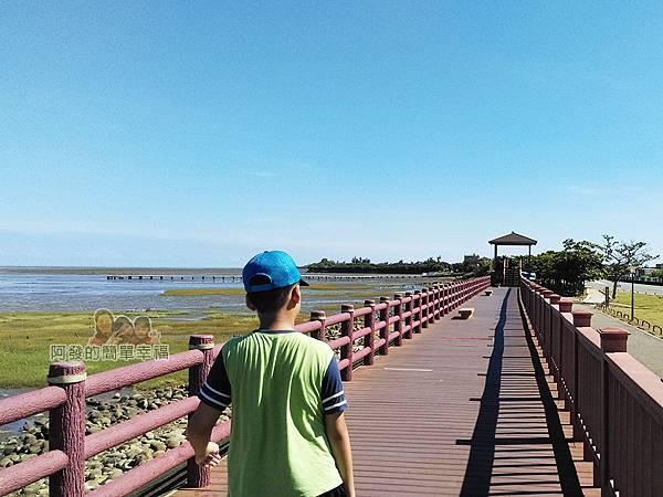 新竹市香山-風情海岸08-坡堤上的木棧道往北