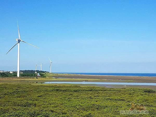 新竹市香山-豎琴橋23-沿著海濱整排的大型風力發電機