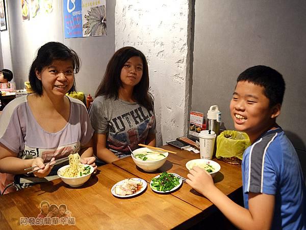 老曹餛飩(店面)11-美食上桌