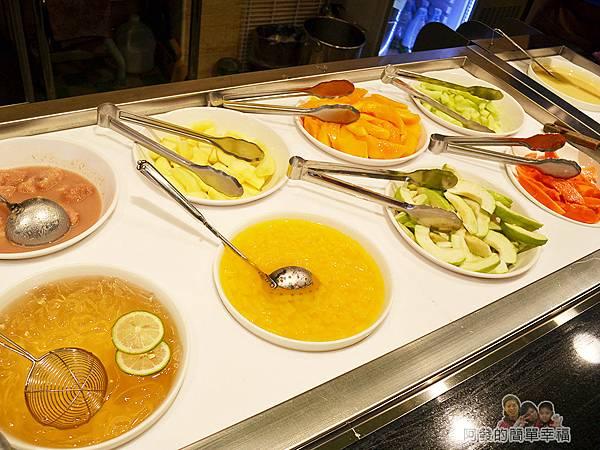 台北非常美14-冰料還提供有新鮮水果