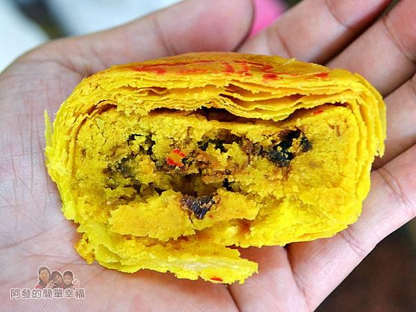 海山餅店25-咖哩肉餅切面特寫層層酥皮
