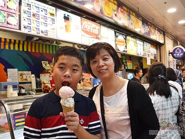 3546冰淇淋09-母子倆準備開心的享用