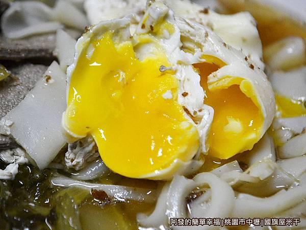 國旗屋米干28-綜合米干-半熟蛋包