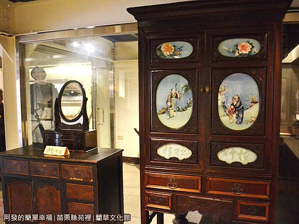 藺草文化館32-古早的梳妝台與衣櫃.JPG