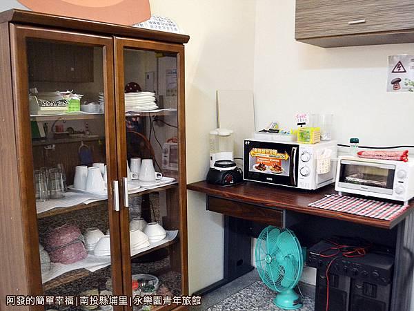永樂園青年旅館13-交誼廳-微波盧烤箱櫥櫃區