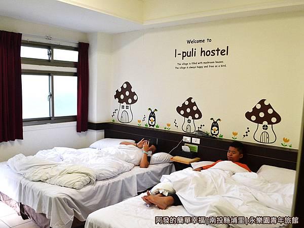 永樂園青年旅館39-賴在床上的兩隻
