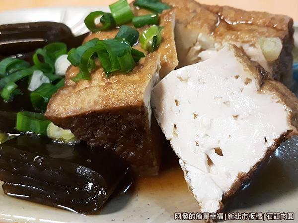 石頭肉圓11-油豆腐與海帶.jpg