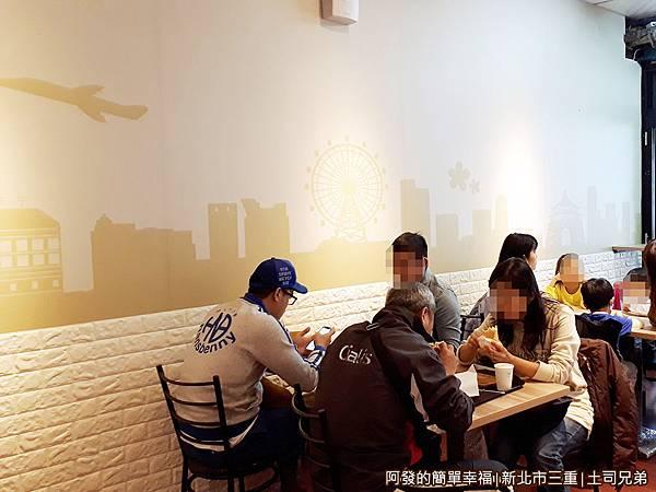 土司兄弟03-牆上的台北都會地標剪影
