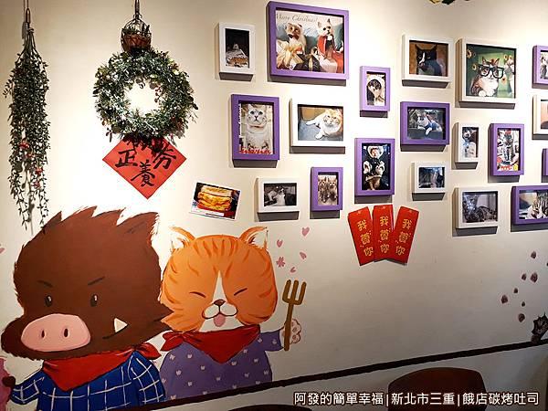 餓店碳烤吐司06-用餐區牆上照片