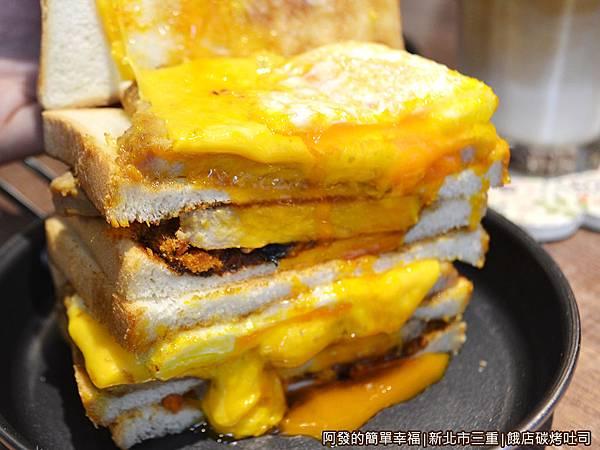餓店碳烤吐司22-黃澄澄的蛋汁起司瀑布