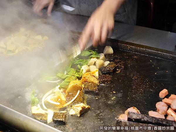 香腸炒米腸05-大火快炒