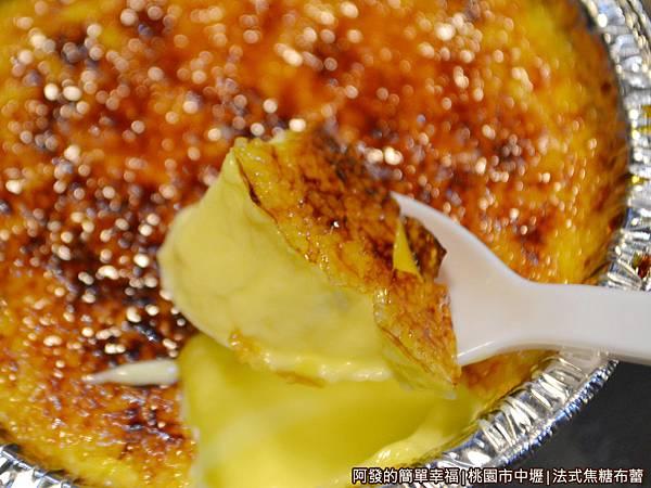 法式焦糖布蕾09-勺上一小匙