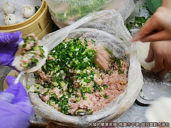 御冠園鮮肉湯包06-包湯包