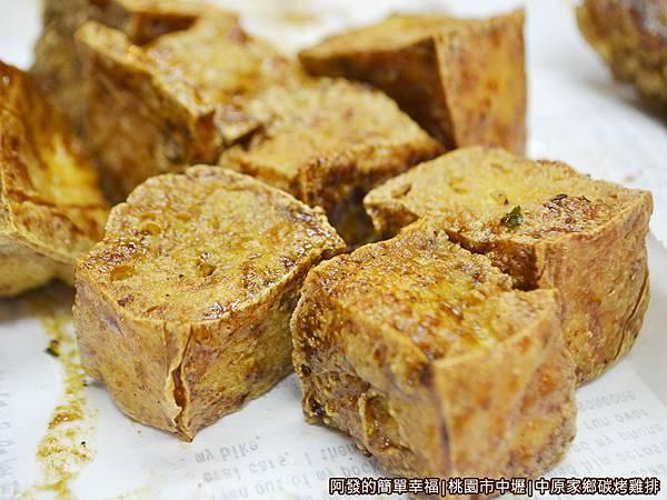 中原家鄉碳烤雞排09-沾醬豆腐塊