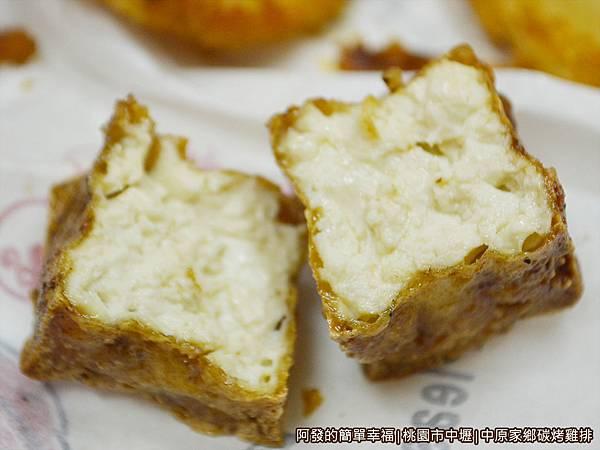 中原家鄉碳烤雞排10-沾醬豆腐塊剖面