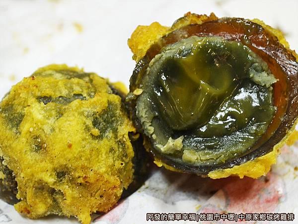 中原家鄉碳烤雞排12-炸皮蛋剖面