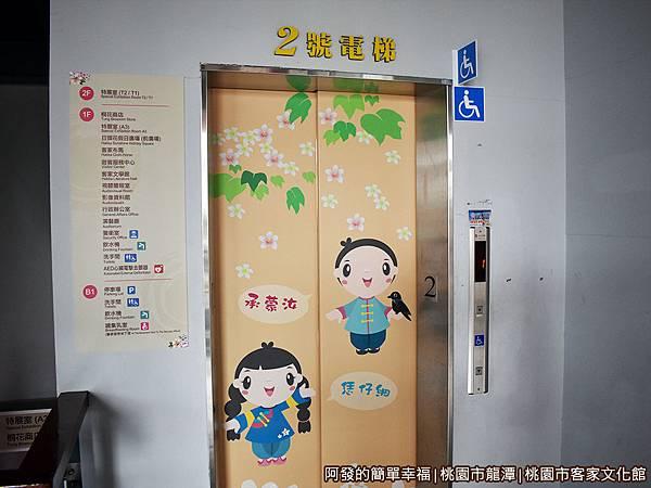 桃園市客家文化館09-電梯門上的客家風圖繪