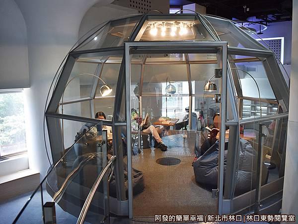 林口東勢閱覽室21-玻璃帷幕屋門口.JPG