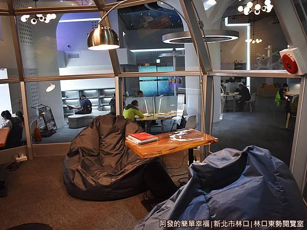 林口東勢閱覽室22-柔軟的懶骨頭沙發椅.JPG