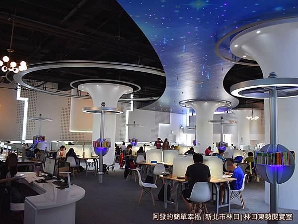 林口東勢閱覽室04-哇感覺進入了另一個新科技的夢幻世界.JPG