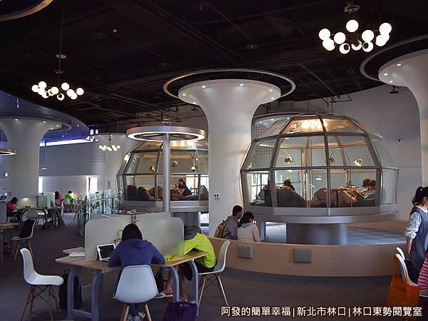 林口東勢閱覽室08-玻璃帷幕屋閱覽區-如兩座透明的太空休息艙.JPG