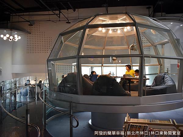 林口東勢閱覽室18-透明的太空休息艙外觀.JPG
