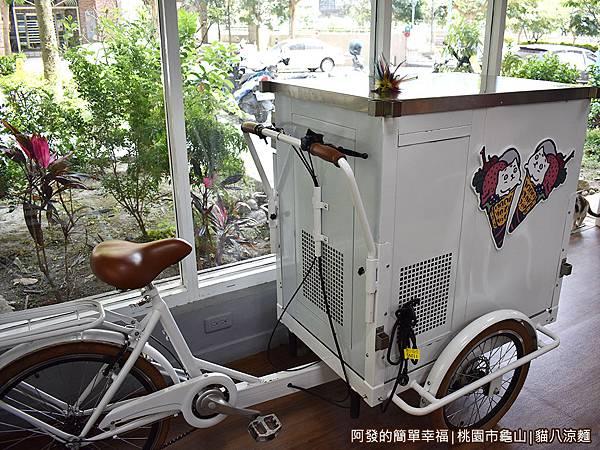 貓八涼麵10-冰淇淋三輪車.JPG