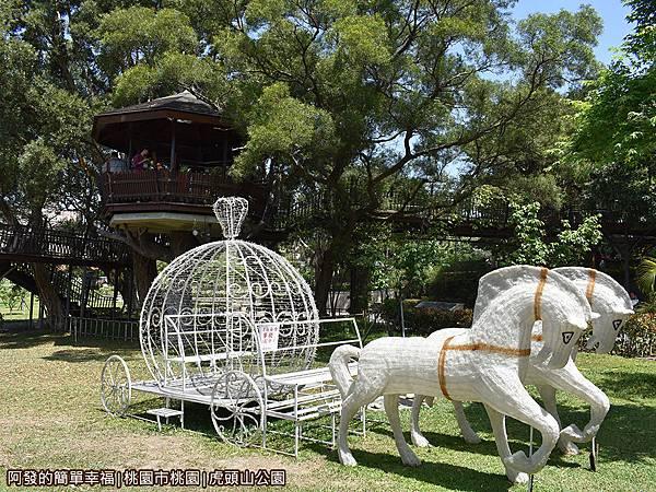 虎頭山公園22-草皮上的馬車.JPG