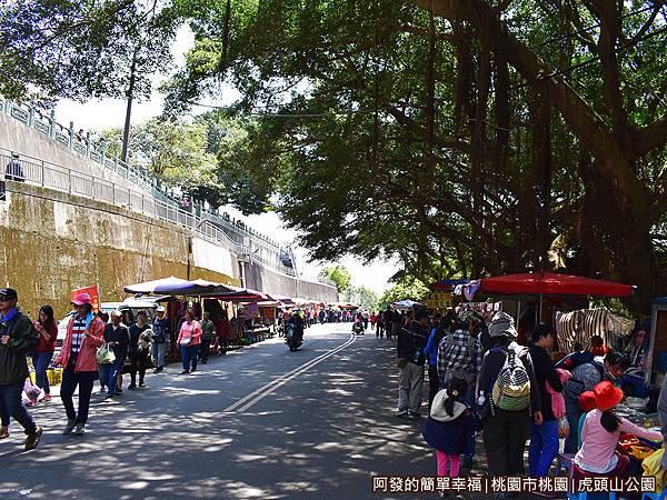 虎頭山公園34-很熱鬧的市集.JPG