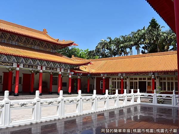桃園孔子廟13-大成殿上一景.JPG