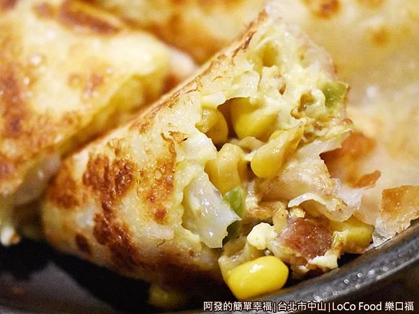樂口福16-鐵鍋酥皮蛋捲-主廚樂口捲-特寫.JPG