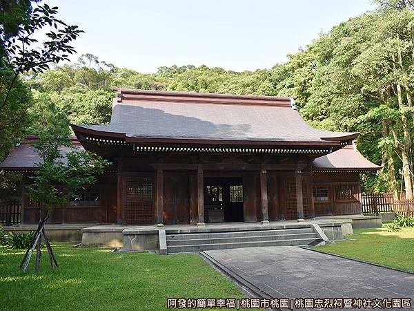 桃園忠烈祠暨神社文化園區30-拜殿側寫.JPG