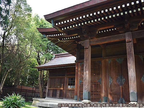 桃園忠烈祠暨神社文化園區31-拜殿左右兩側為神饡所與祭器庫.JPG