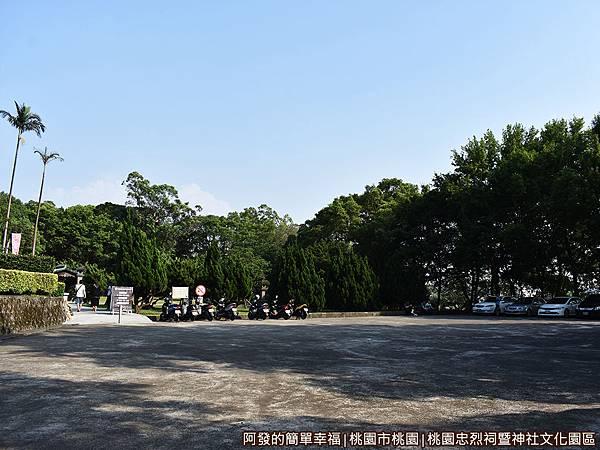 桃園忠烈祠暨神社文化園區03-免費停車場.JPG