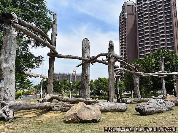 風禾公園06-時空之門.JPG