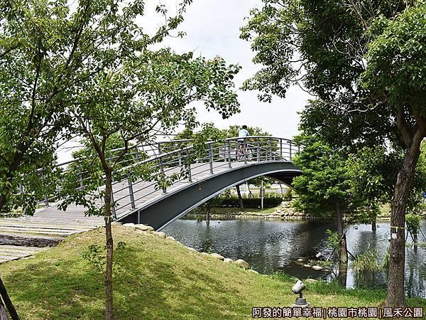 風禾公園11-池畔風光.JPG